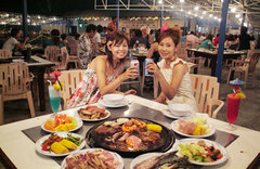 100125-obr-bbq-2girls.jpg