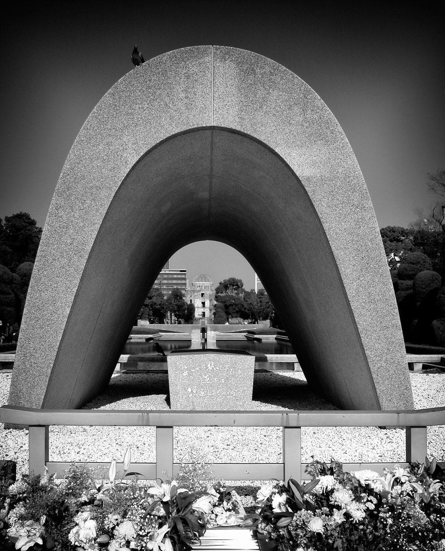 原爆死没者慰霊碑 広島平和記念碑 (2006年12月20日撮影)
