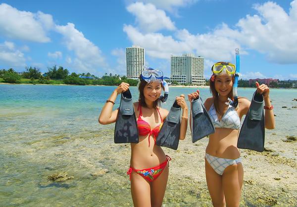 マリンクラブでは、カヌーで無人島に上陸したり、シュノーケルが手軽に楽しめます。