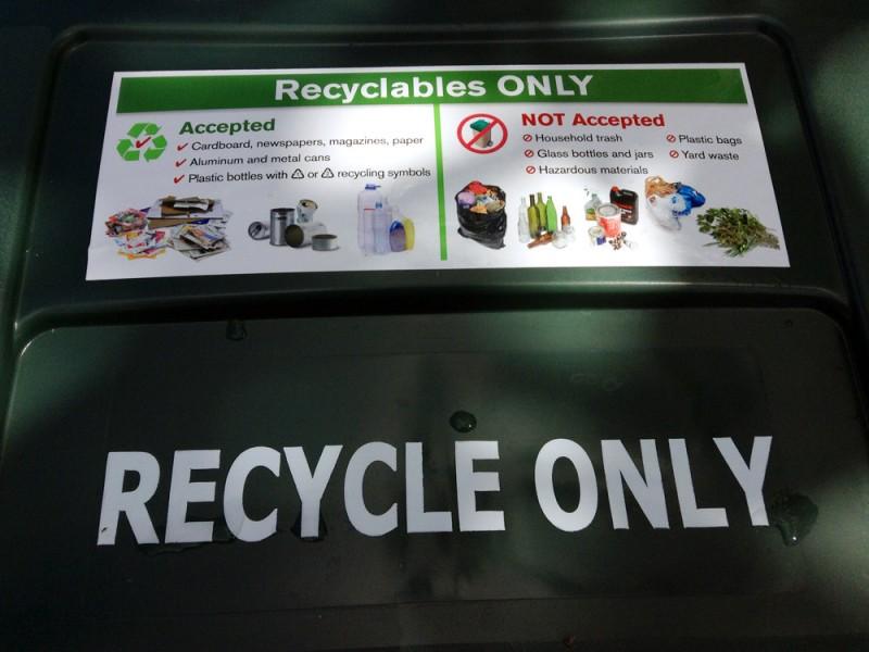 リサイクル用のゴミ箱に捨てられる物について
