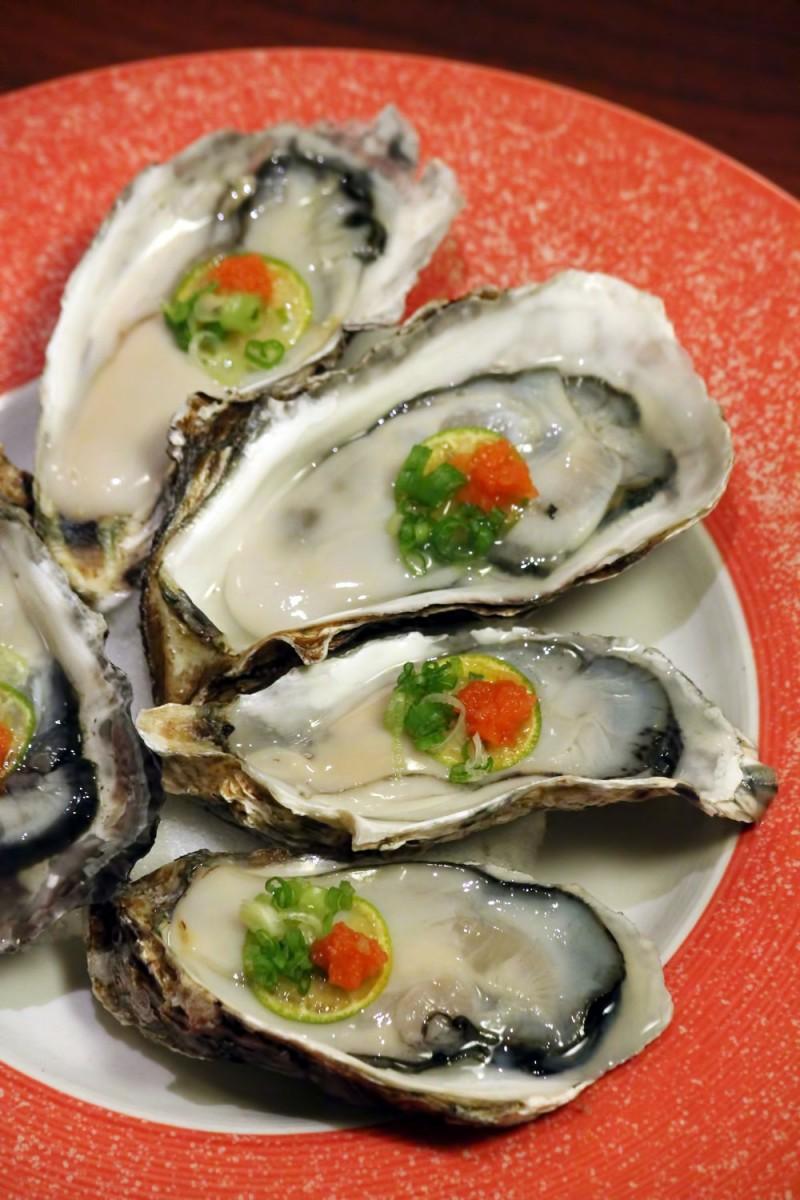 嵯峨野の季節限定メニュー 殻付生牡蠣ポン酢