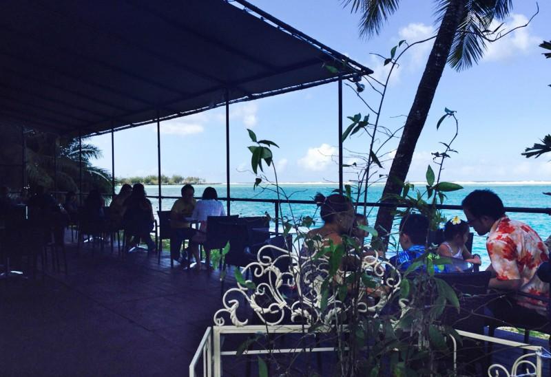 アガニア湾を望むナイスロケーション tuRe' cafe(トゥリカフェ)