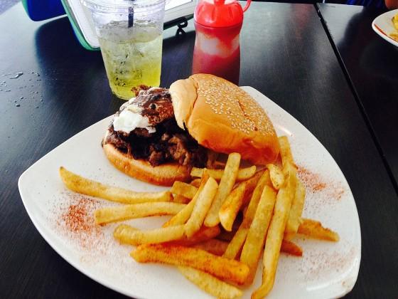 ステーキ&マッシュルームサンドイッチ tuRe' cafe(トゥリカフェ)