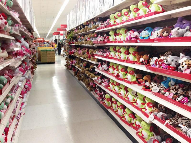 たくさんのバレンタイン用のぬいぐるみ。 Kマート