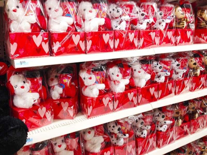 コーヒーカップとぬいぐるみがセットに。 Kマートのバレンタイン