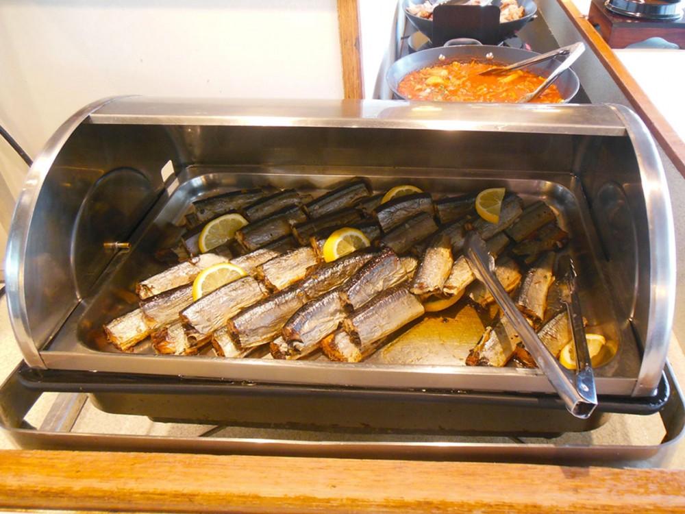 秋刀魚(サンマ) もあります (コリドスのランチブッフェ)