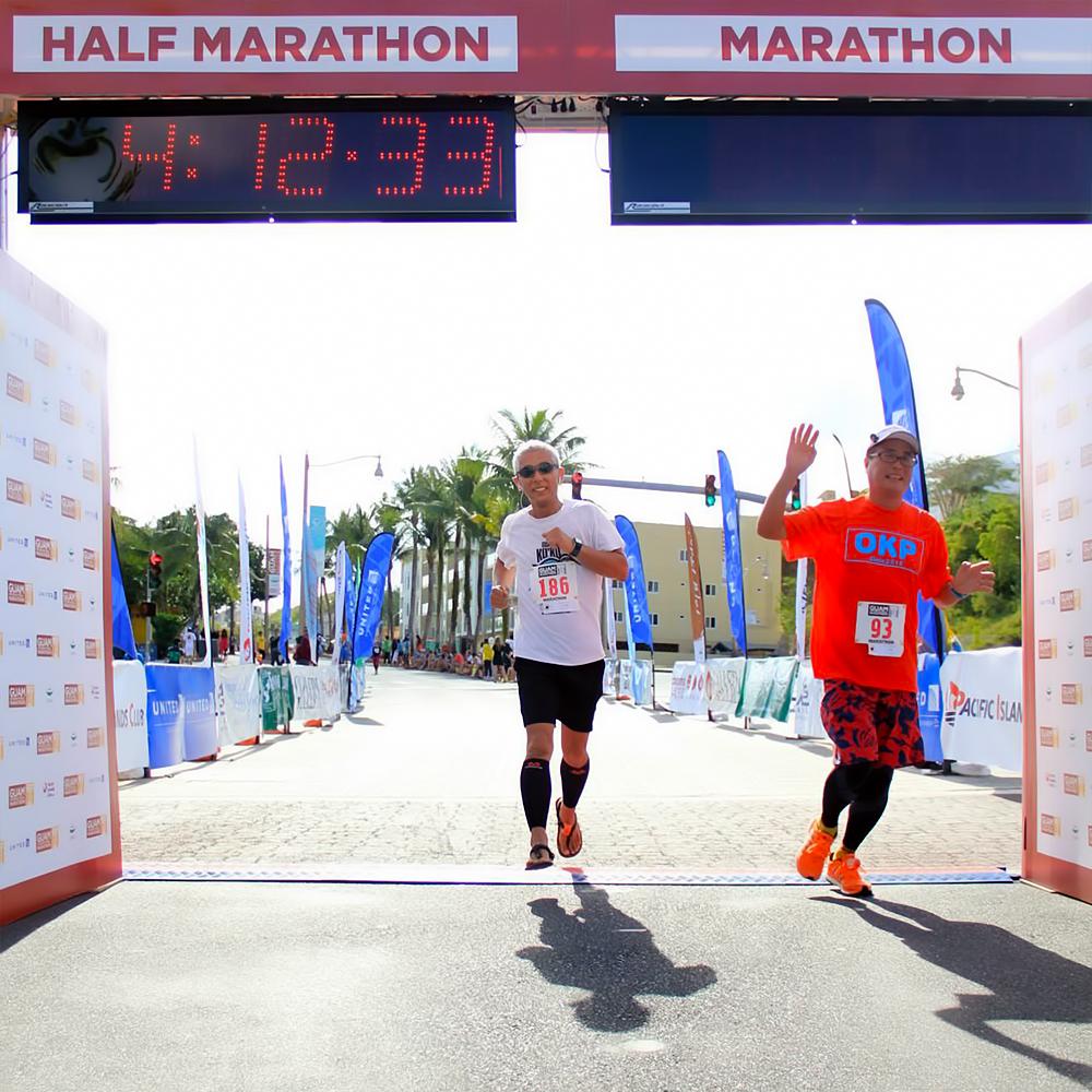 無事ゴール フィニッシュ地点 グアムインターナショナルマラソン2014