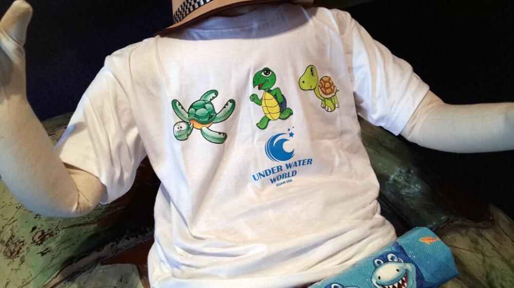 子供用のTシャツがもらえるキャンペーンを実施中 (アンダーウォーターワールドのギフトショップ)