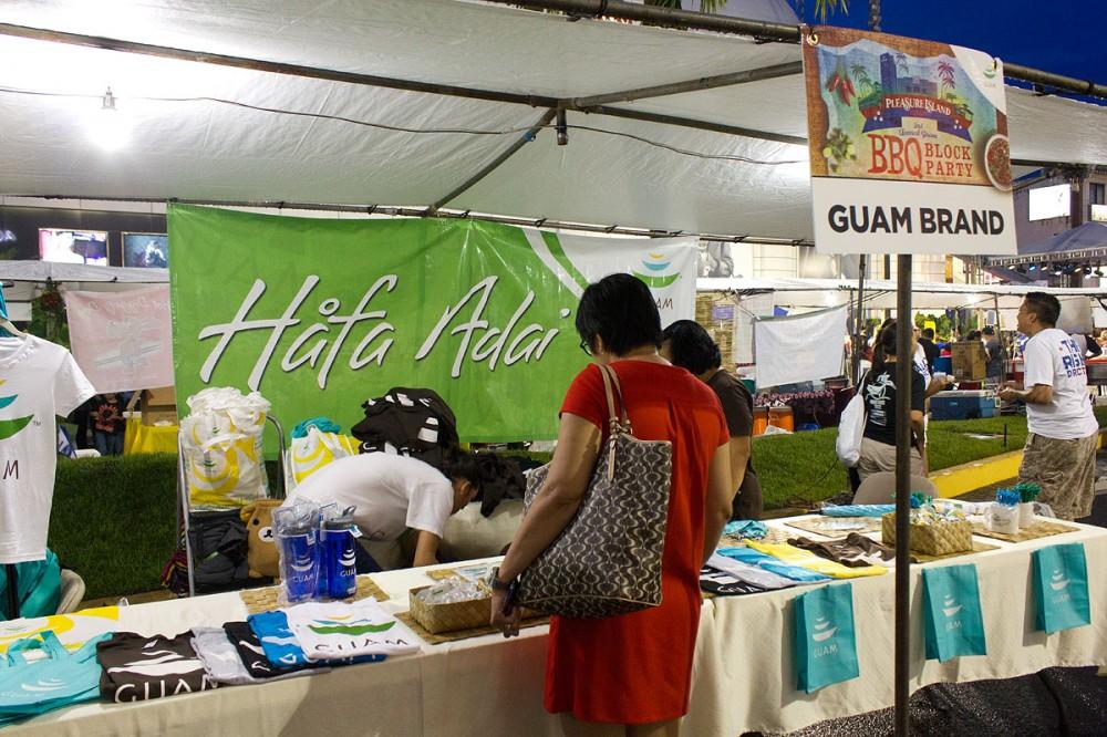 グアム政府観光局も『GUAM』グッズを販売していました。