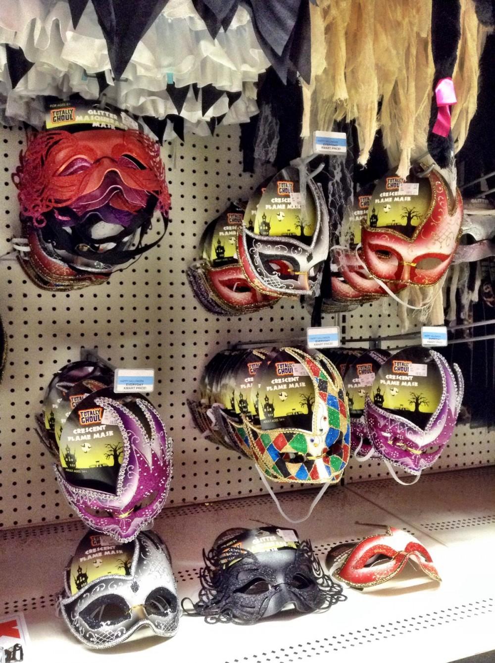 マスクもあります。ハロウィーンムード満点のKマート