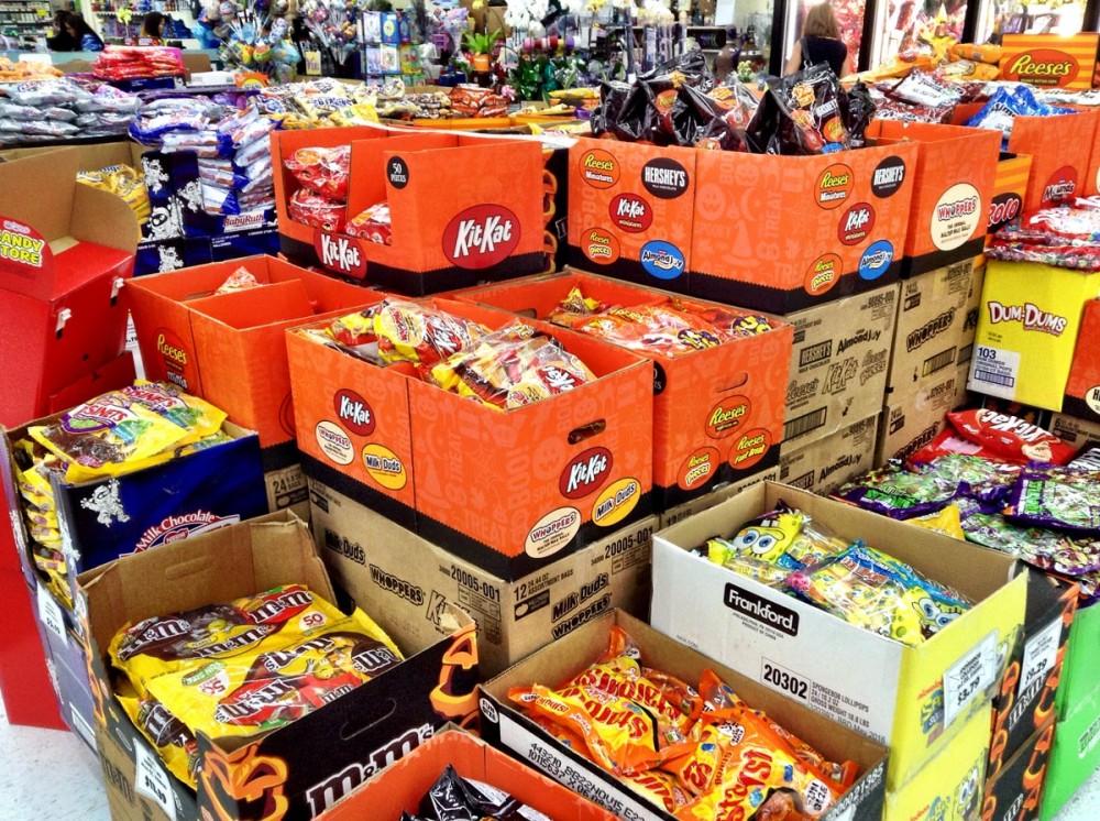 子供たちにあげるハロウィーン用のお菓子。ペイレススーパーマーケット