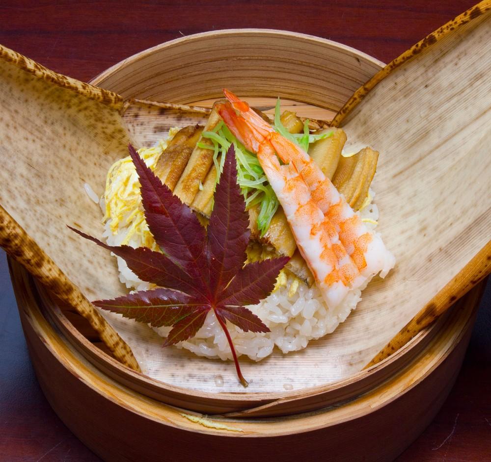 焼穴子と蒸海老の蒸寿司 嵯峨野の中秋の味覚御膳