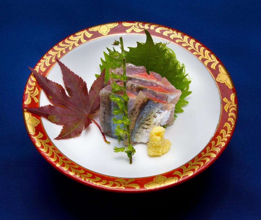 日本産生秋刀魚のお刺身 嵯峨野の中秋の味覚御膳