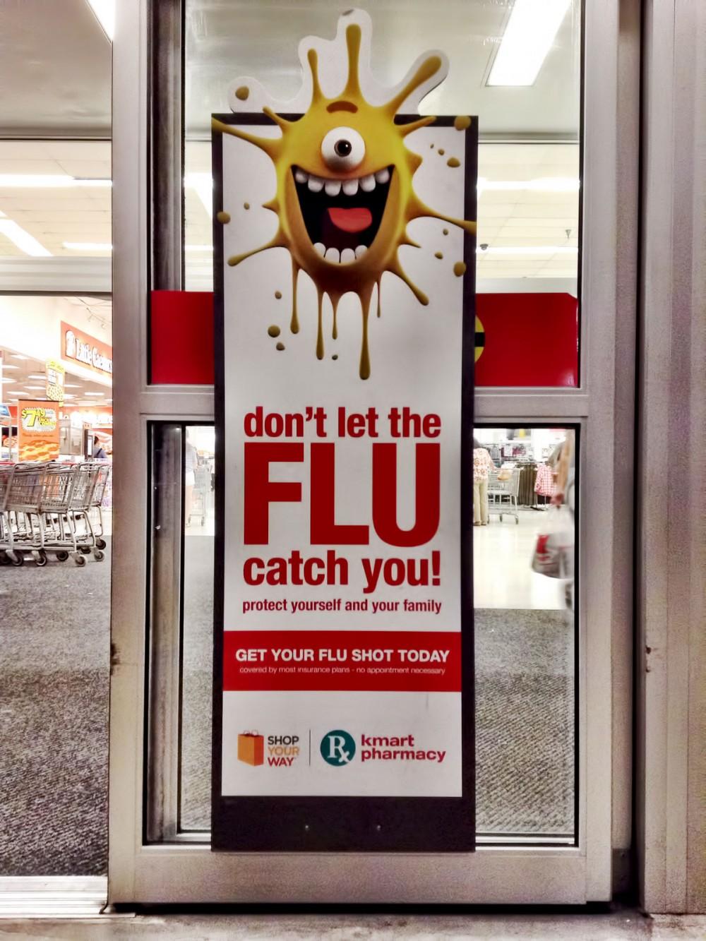 Kマートの入り口に「FLU」のポスター