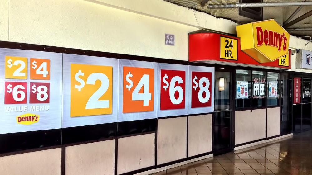グアムのデニーズの$2、$4、$6、$8 (マイクロネシアモール)