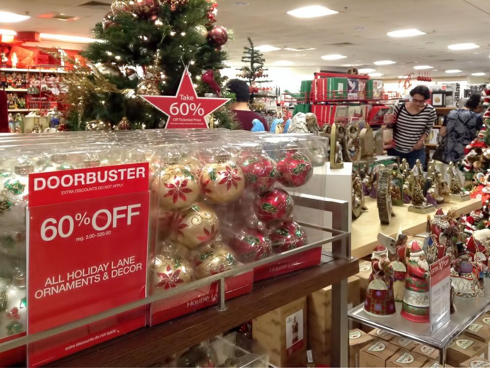 クリスマスのためのアイテムも60%OFF (メイシーズのサンクスビギングセールにて)