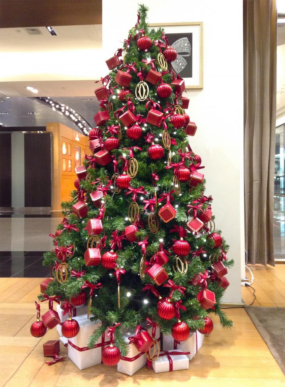 カルティエブティック内にディスプレイされたクリスマスツリー (Tギャラリアグアム)
