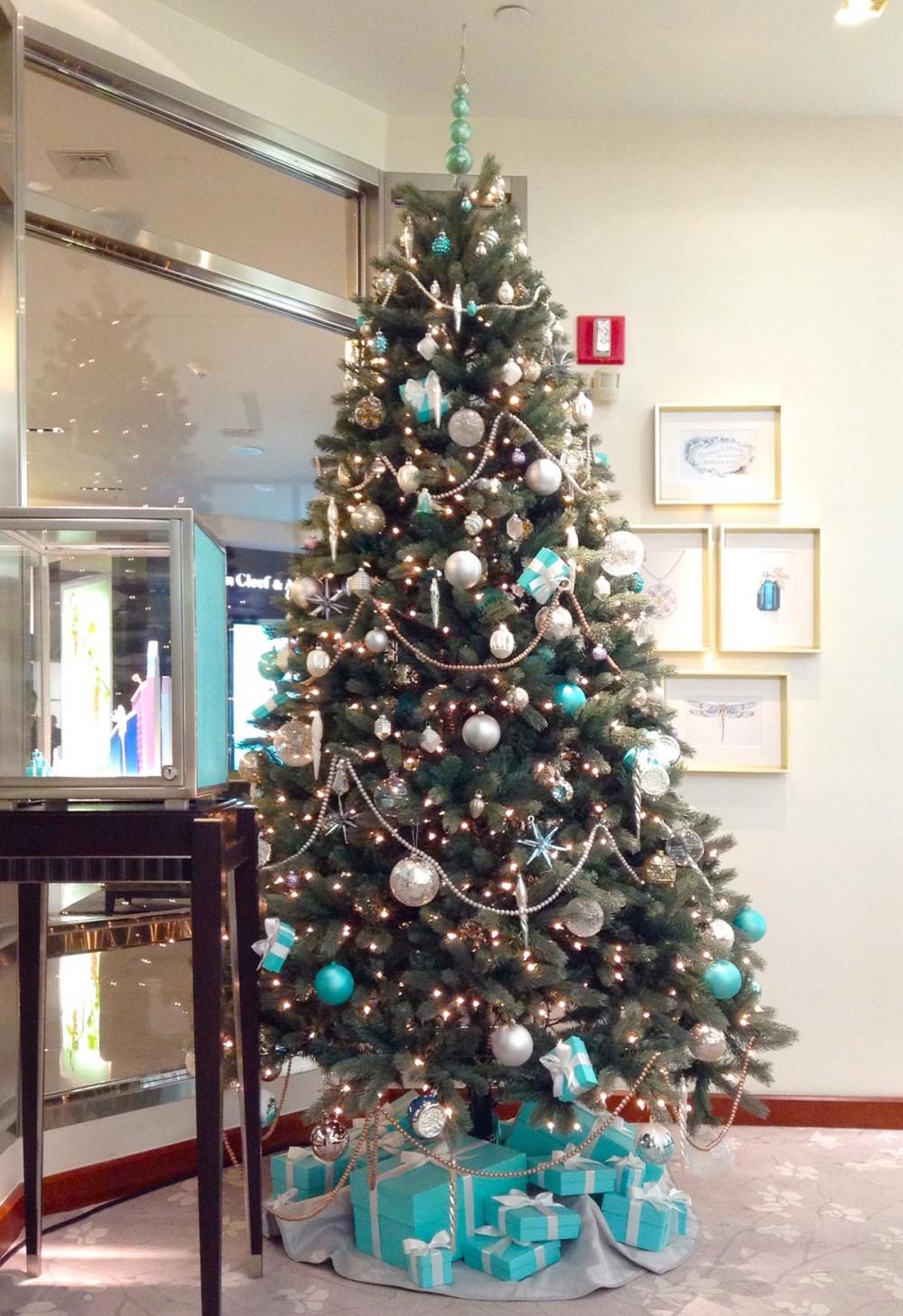 ティファニーのブティック内に飾られたクリスマスツリー (Tギャラリアグアム)