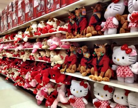 キティちゃんやスクービードゥーのぬいぐるみ Kマートのバレンタイン商品