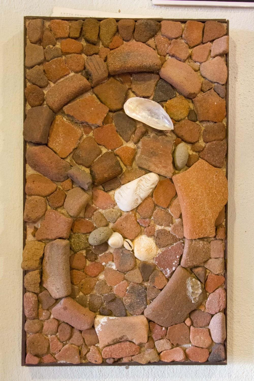 フローレス女史が海岸で見つけた古代の陶器の破片 (グアム イナラハン G. フローレス ヒストリーセンター)