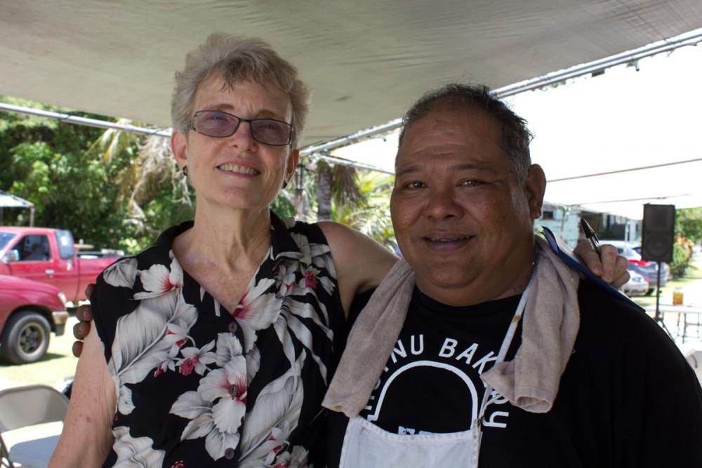 グアムの芸術及び歴史遺産を保護継承する Ph.D. ジュディ フローレス女史と、ホツヌベーカリーを営むトニー マンタノーナ氏