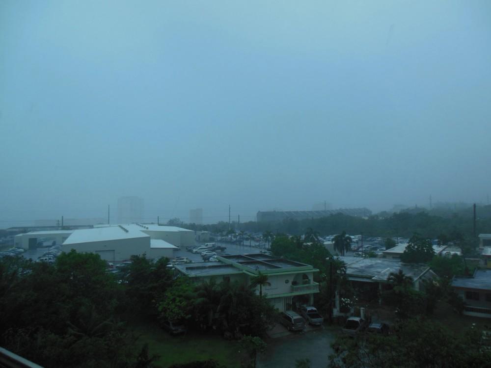 台風7号「ドルフィン」接近中のグアム