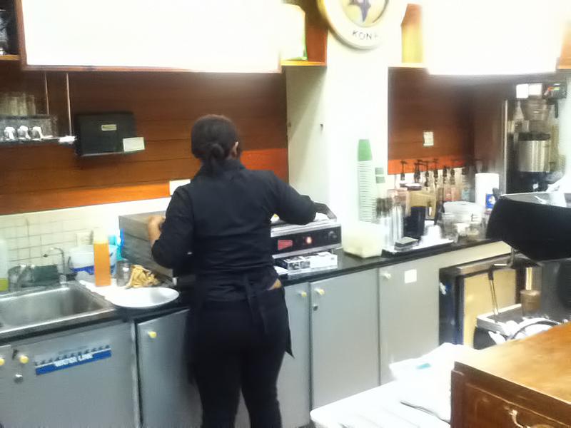 オープンキッチンのホノルルコーヒーカンパニー タモンサンズプラザ