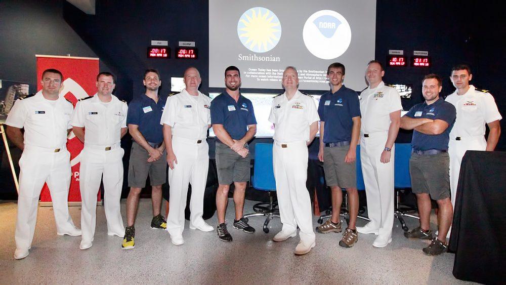 NOAAの深海環境調査船のクルーたち