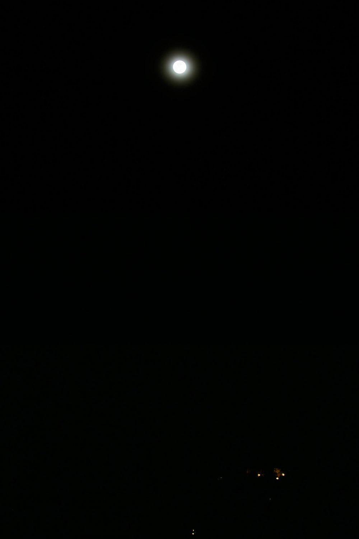 グアムでスーパームーン (2016年11月15日火曜日 ピアリゾートから撮影)
