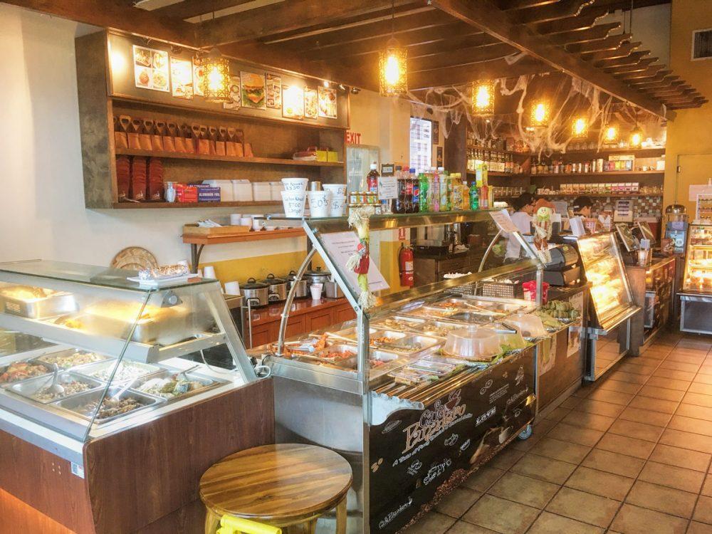 フィリピン料理のテイクアウトコーナー ニューフレッシュブレッドベークドショップ