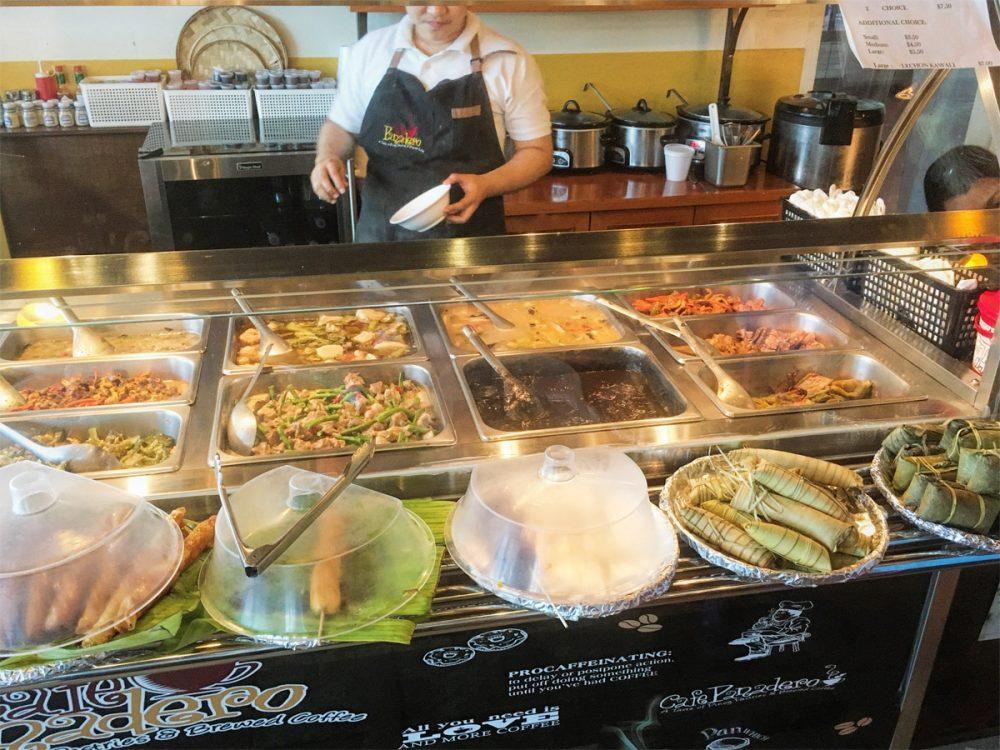 ニューフレッシュブレッドベークドショップのフィリピン料理のテイクアウトコーナー