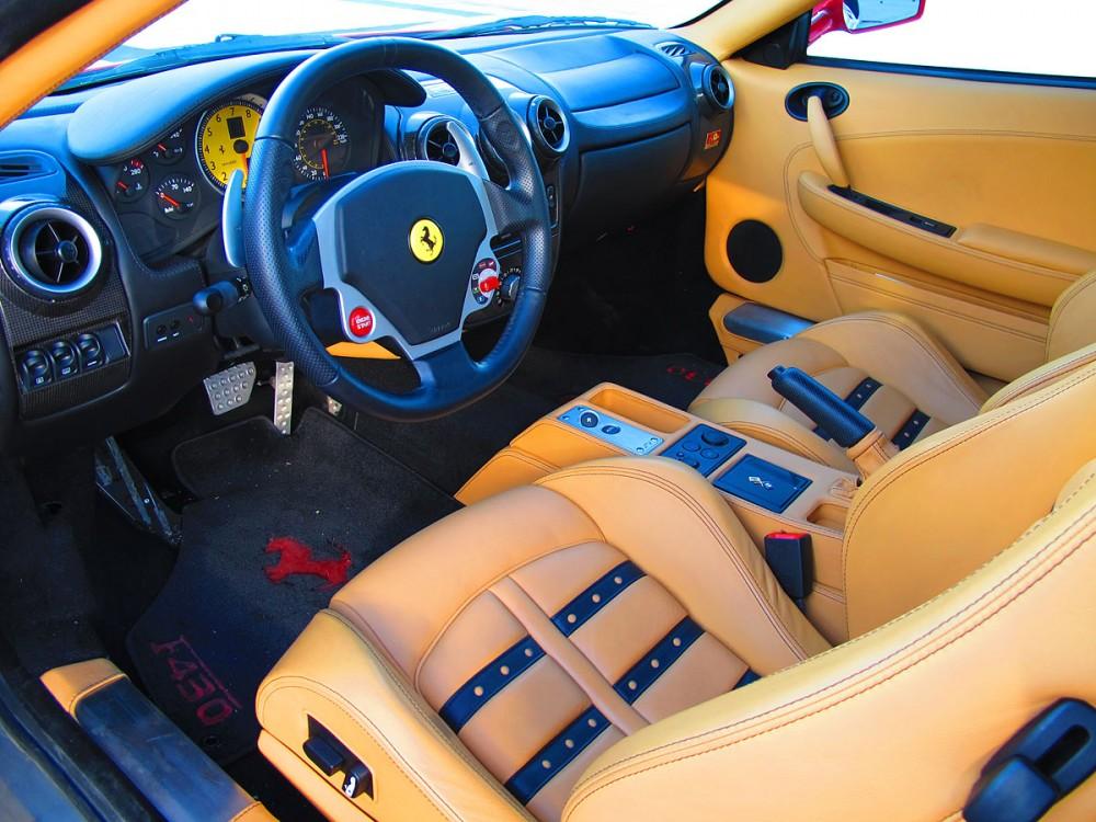 フェラーリF430のコックピット (グアムオートスポーツ)