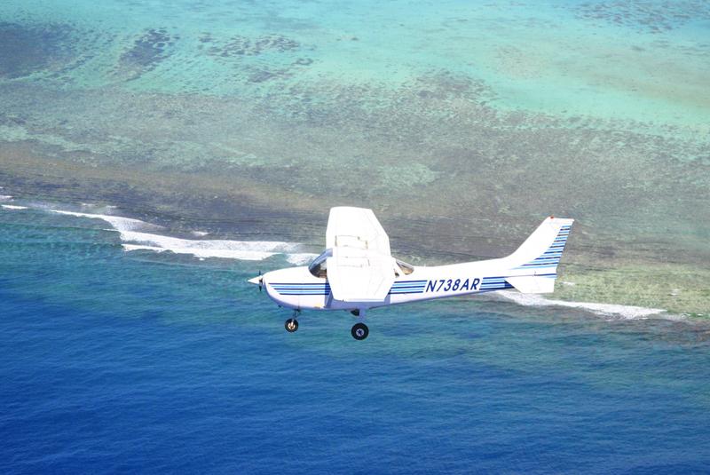 日本人パイロットが案内するパイロット体験操縦セスナ遊覧飛行 (スカイグアムアビエーション)