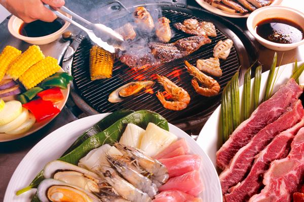 食べ放題のオンワードBBQ ポリネシアンショー