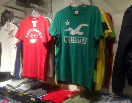 ホリスターのTシャツ (LA.Com)