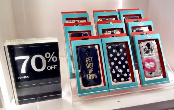 ケイトスペードのiPhoneケースが最大70%オフ(Tギャラリア by DFS グアム)