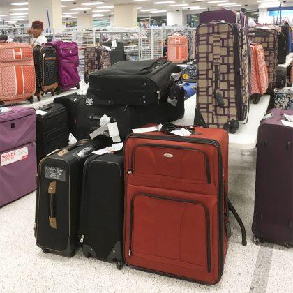 ロスドレスフォーレスのスーツケースコーナー